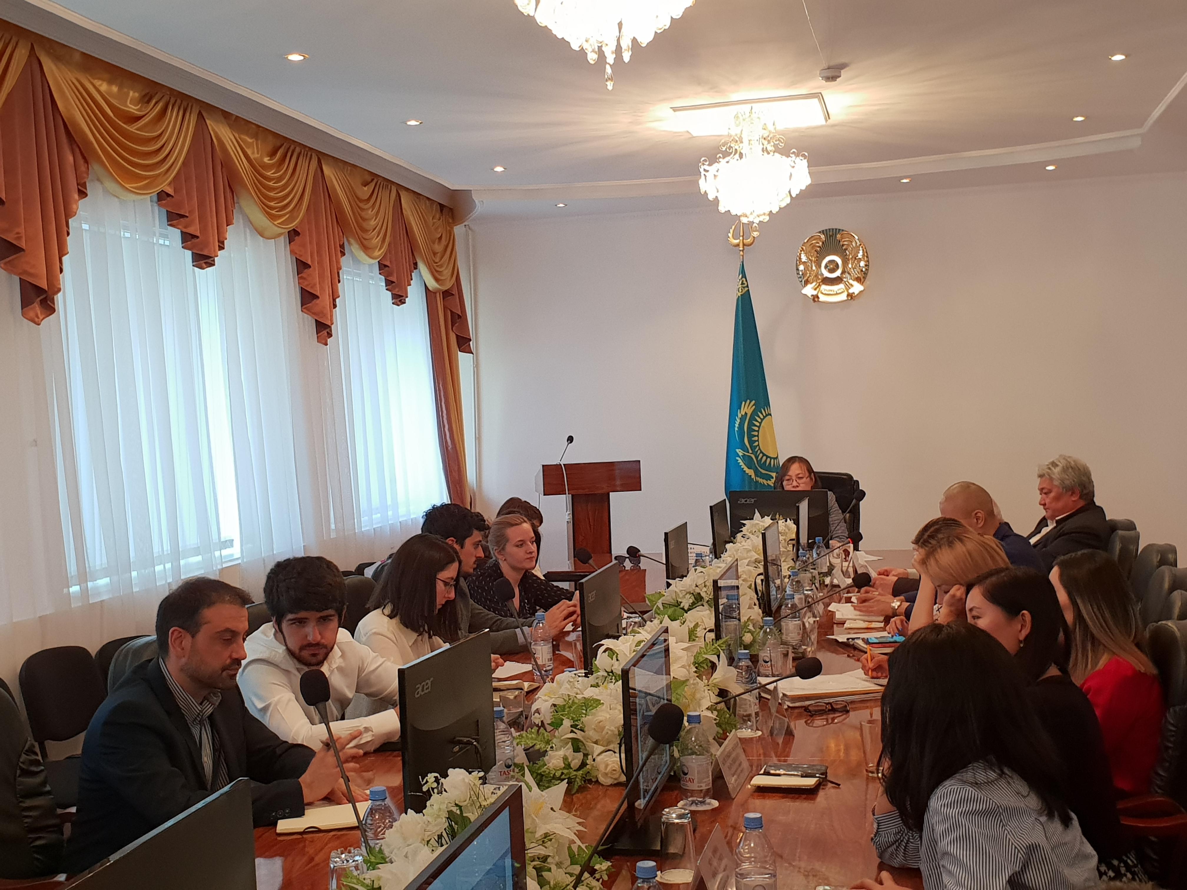 Reunión con Instituciones de Kazajistán